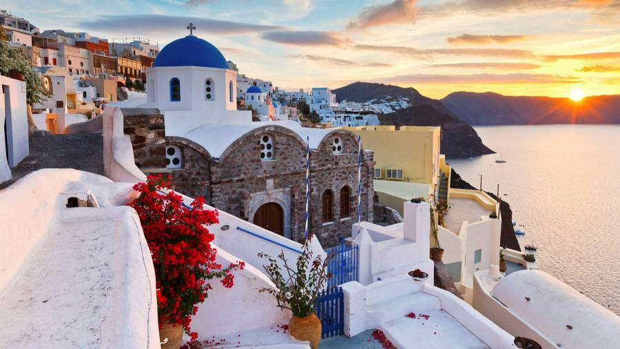 Get to know Santorini's most famous settlements